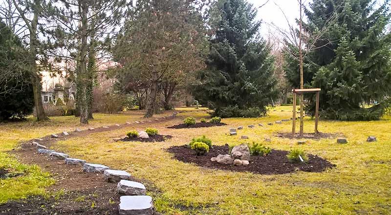 urnenwald auf dem friedhof lindena. Black Bedroom Furniture Sets. Home Design Ideas